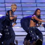 "TLC, Beyonce & Gaga Perform At The ""American Idol"" Finale"