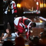 VIDEO : Puffy Falls Into Hole On Stage During 2015 BET Awards Performance