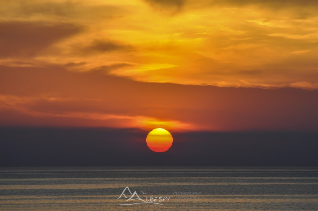 Lever du soleil sur la Méditerranée (Corse) n°0419