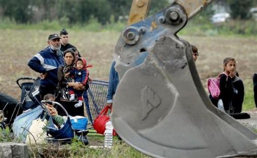 le-demantelement-d-un-camp-de-roms-illicite-une-operation-(ici-a-venissieux-en-2007)-qui-selon-ma.jpg