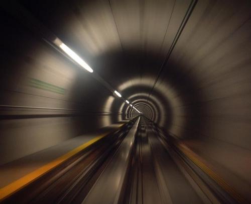 47888-vitesse-fibre-optique-internet-tunnel.jpeg