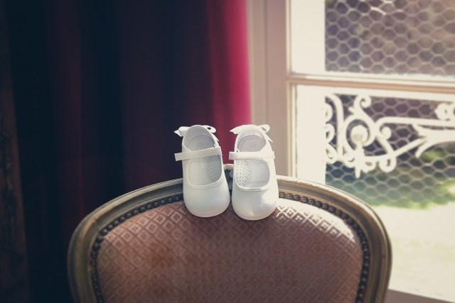 photo preparatifs chaussures jacadi bapteme la ferte sous jouarre enclos montplaisir