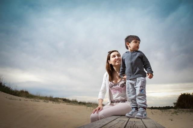 portrait mere enfant bords de mer portugal algarve frederico santos photographe