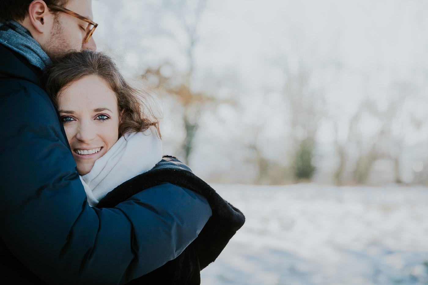 portrait couple hiver neige