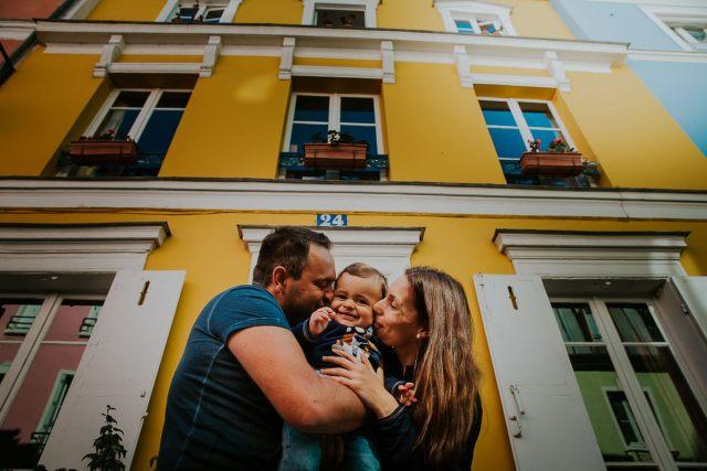 photographie famille enfant rue colorée paris