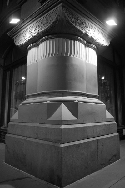 Squat Column, 2011, photo by Fred Hatt
