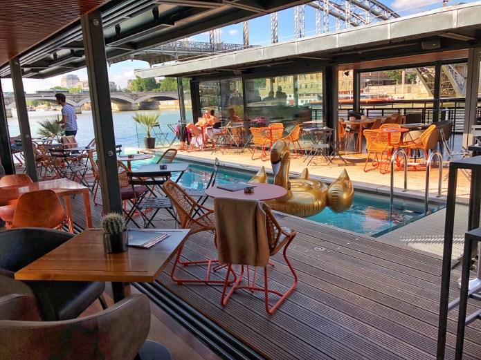 Hôtel OFF Paris Seine : La piscine et la terrasse