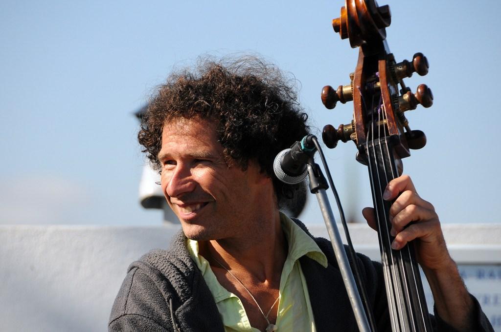 musician at bains des paquis