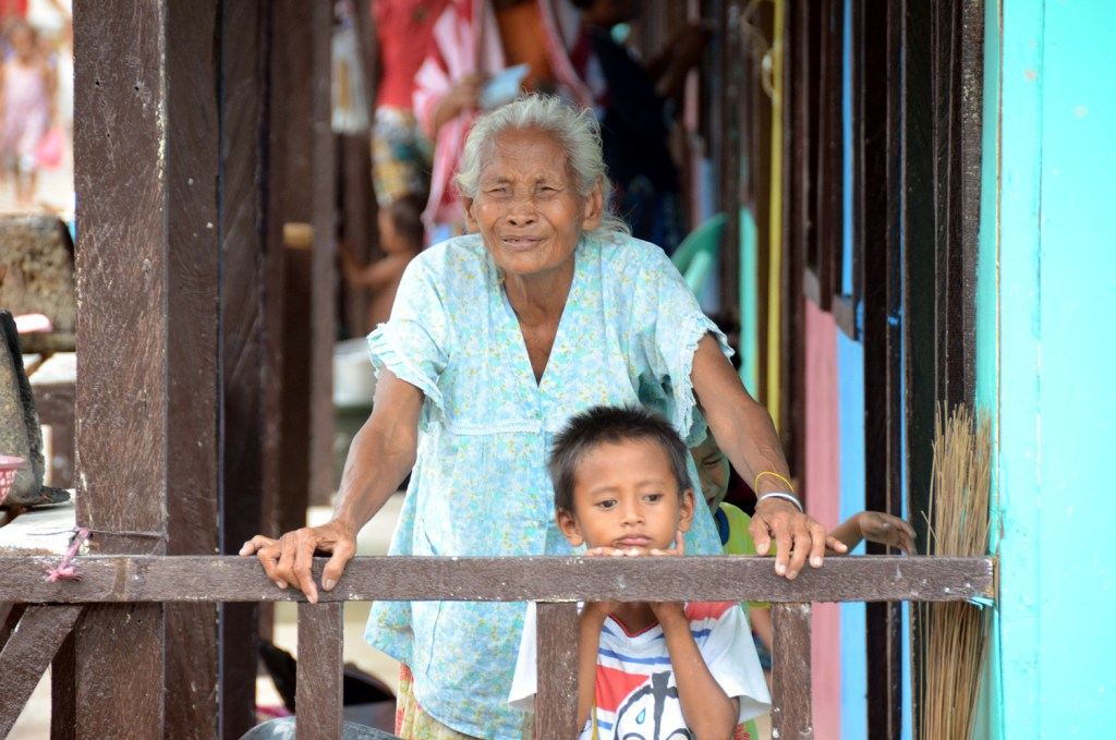 Zamboanga IDP granma and kid 2014