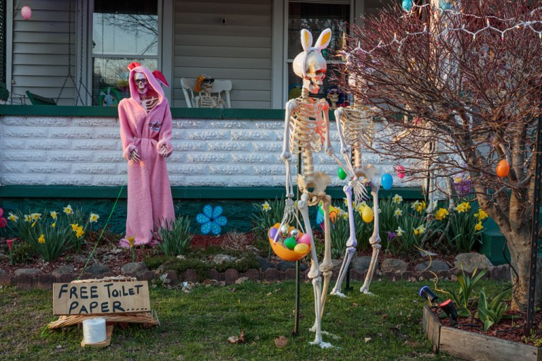 Jeannie Tagle Easter Display; Conneaut, OH 2020