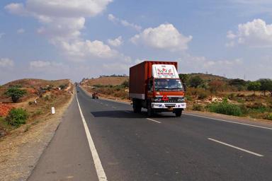 truck-street-highway-road-india-272609.jpg