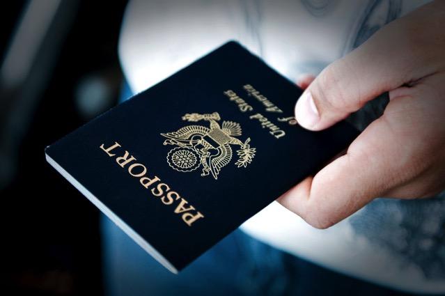 長知識!Passport Index 各國護照封面顏色、圖案、免簽國家查詢比較系統