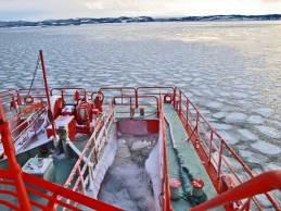 紋別 ガリンコ号と流氷