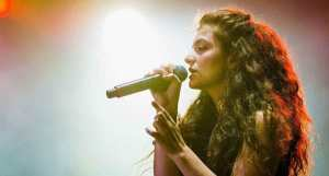 """FreebieMNL - Lorde ditches the CD format for her upcoming """"Solar Power"""" album"""