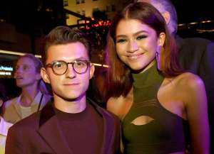FreebieMNL - Tom Holland and Zendaya's steamy kiss spark dating rumors anew