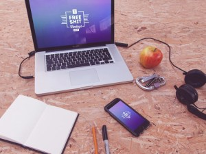 10 Free iPhone and MacBook Mockups for Designers