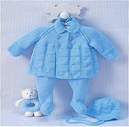Blue baby clothes for boy made in knit for baby from 3 to 6 months old.
