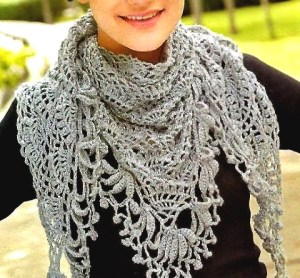 Beautiful women's crochet scarf with free graphics for anyone to follow the step by step