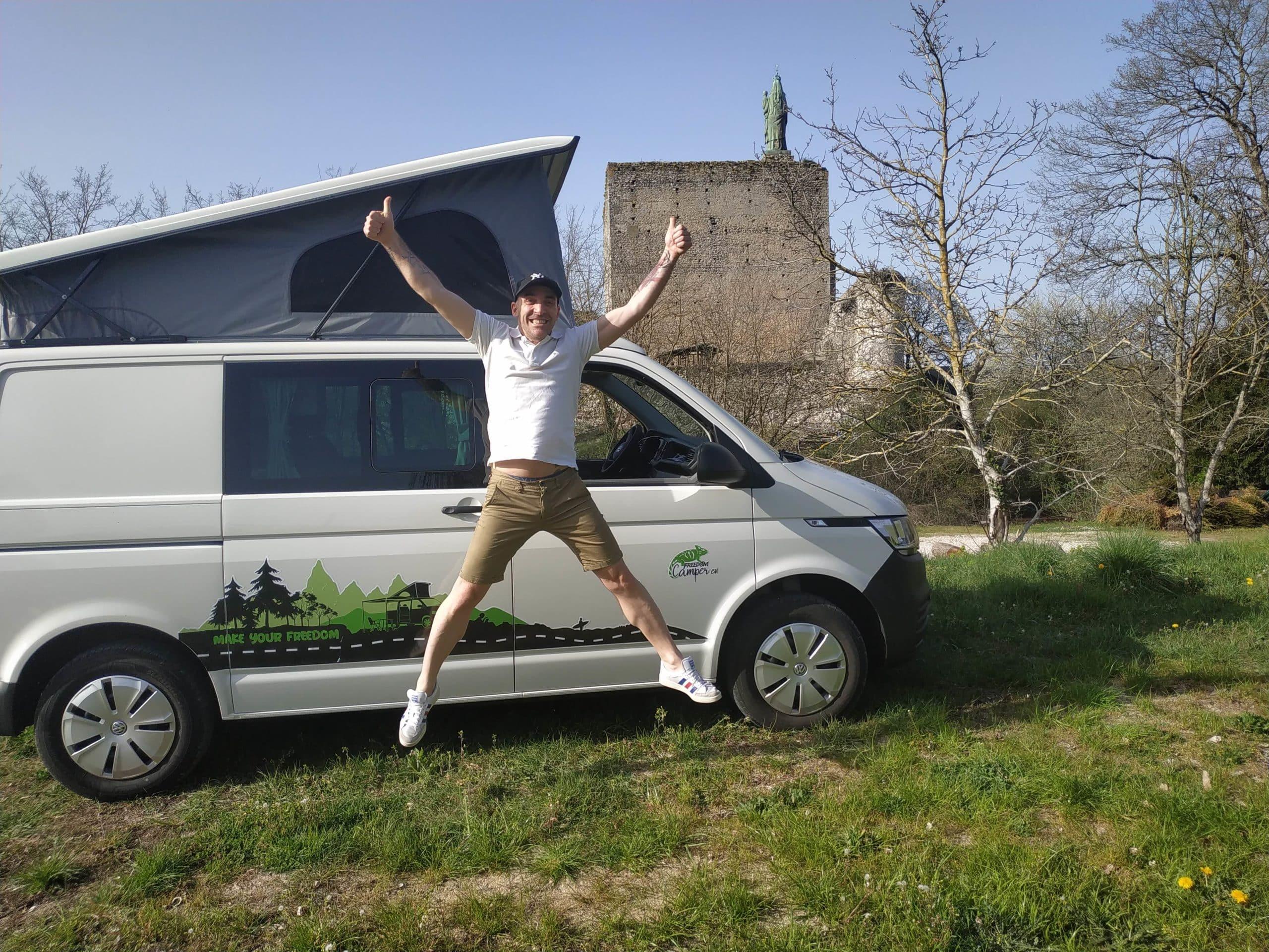 Ludo, vanlifer vous accueille avec enthousiasme à l'agence Freedom Camper Tours !