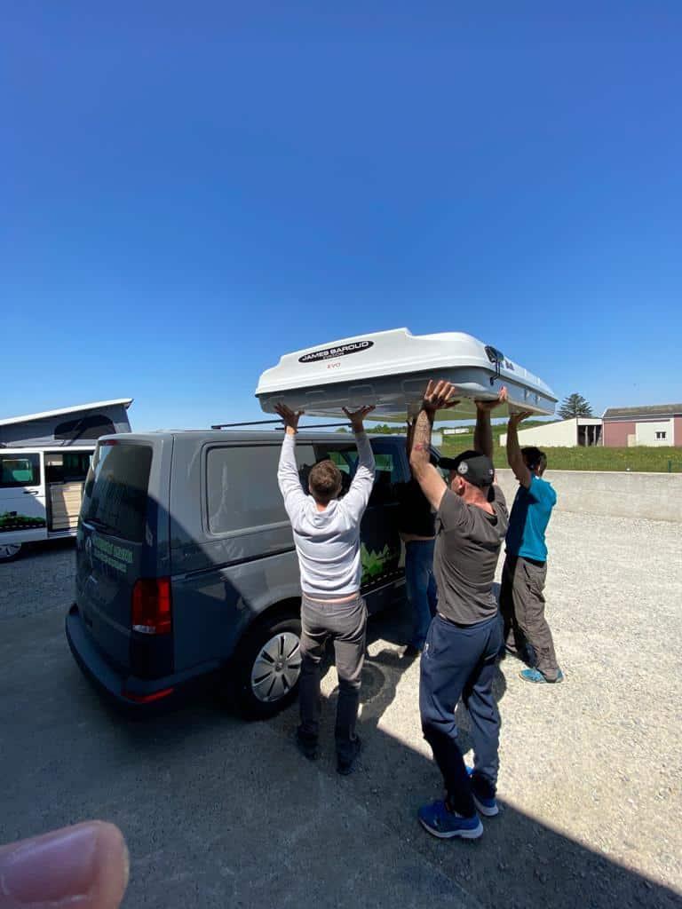 Installation-tente-de-toit-campervan Les tentes de toit James Baroud