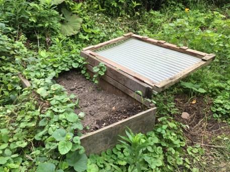 庭の自作キエーロ フタ開放