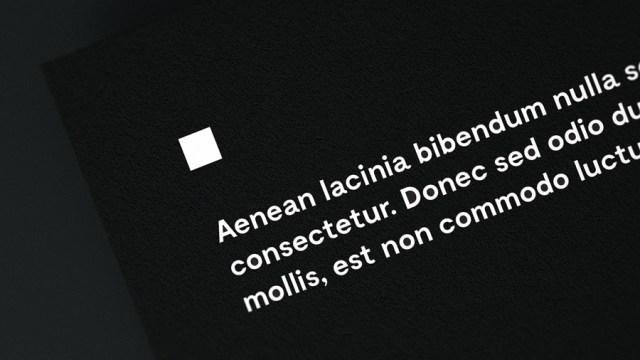 free-document-close-up-mockup
