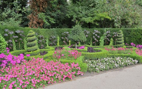 Queen Mary's Gardens - Ornate Hedges