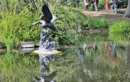 Queen Mary's Gardens - Statue 1
