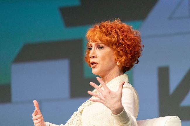 """Kathy Griffin Hospitalized with """"UNBEARABLY PAINFUL"""" Symptoms, Blames President Trump"""