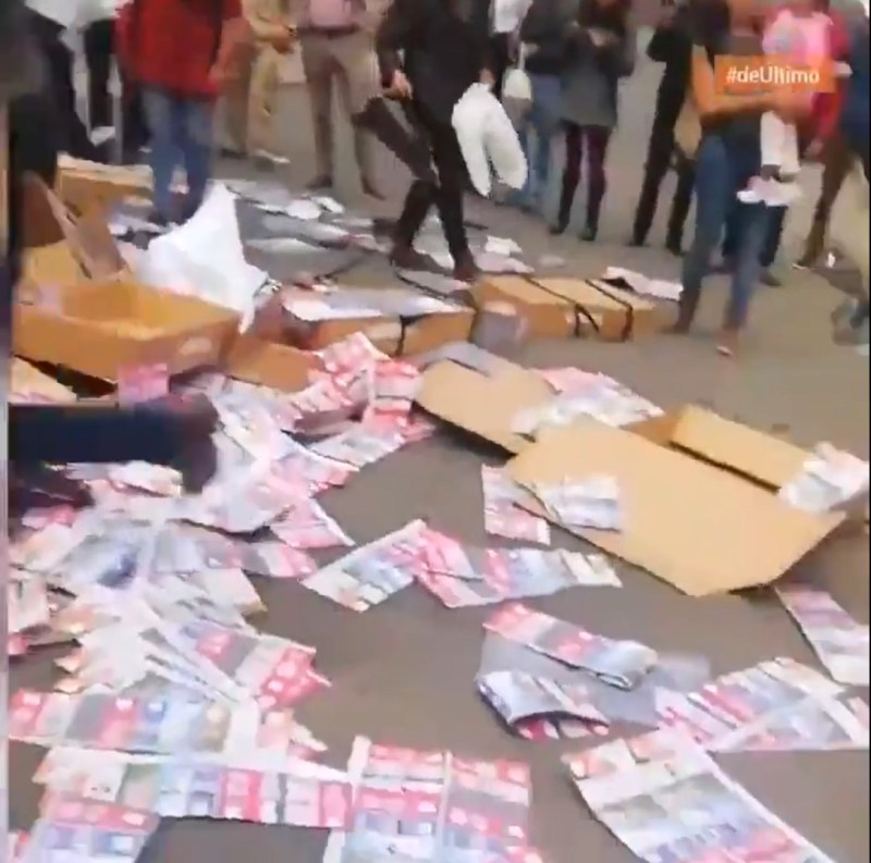 Video Shows Citizens Intercepting Van with Pre-Marked Ballots for Socialist Candidate in Foreign Nation