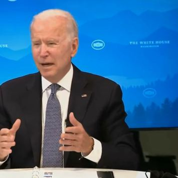 Biden Receives the Most Embarrassing Note from Aide During Press Conference