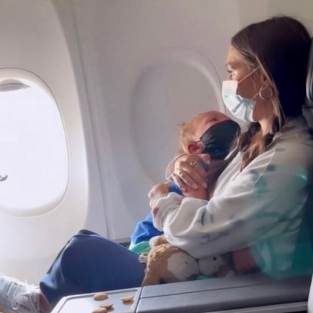 Mother and Toddler Kicked Off Plane for Not Wearing Mask During Asthma Attack (VIDEO)