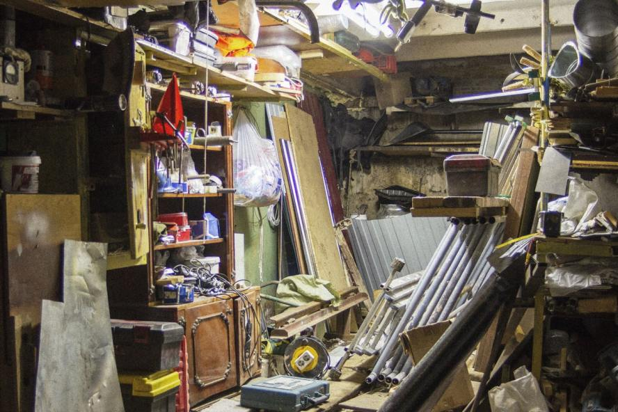 What Should I Do If My House in Phoenix Is Full of Junk?