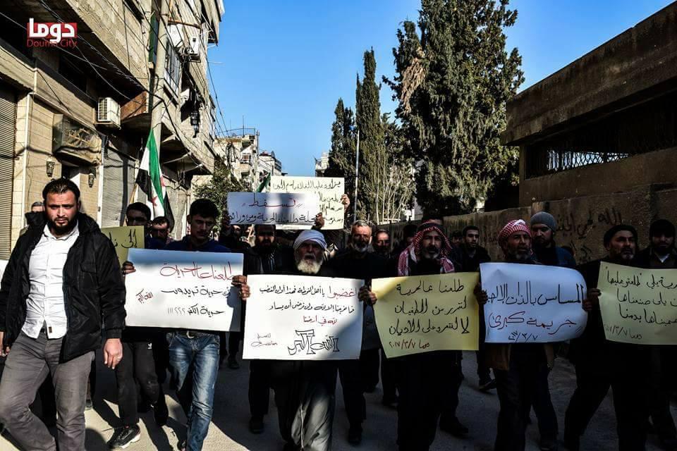 مظاهرة في دوما احتجاجاً على مجلة طلعنا عالحرية (1)