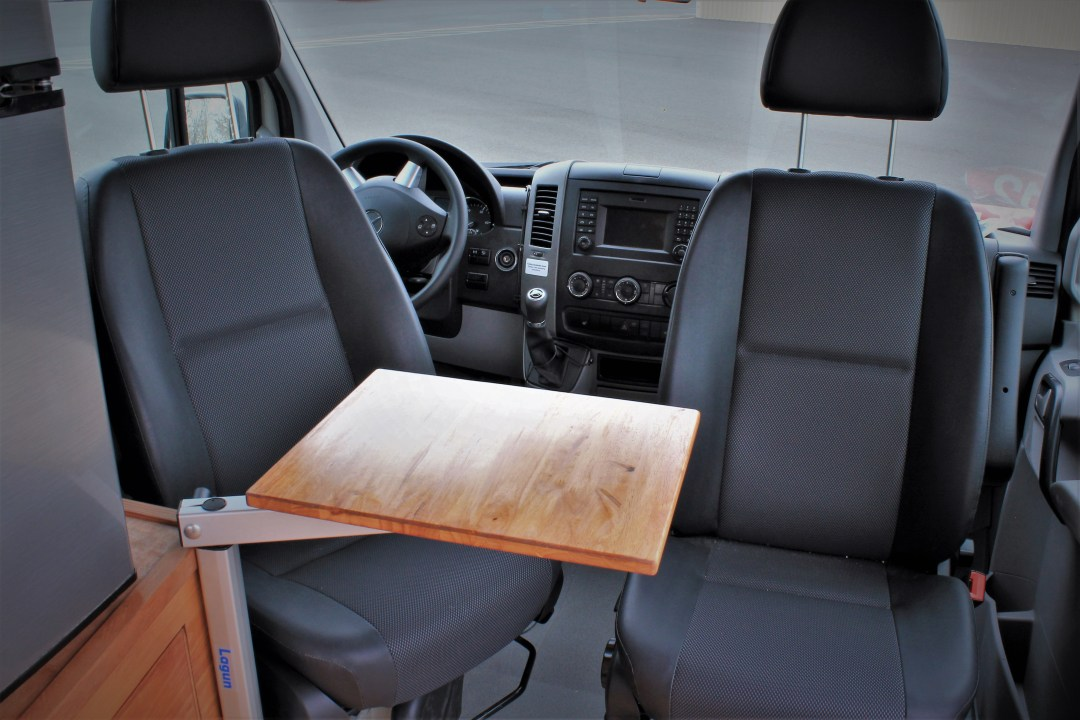 Removable desk for Sprinter captain and co-pilot