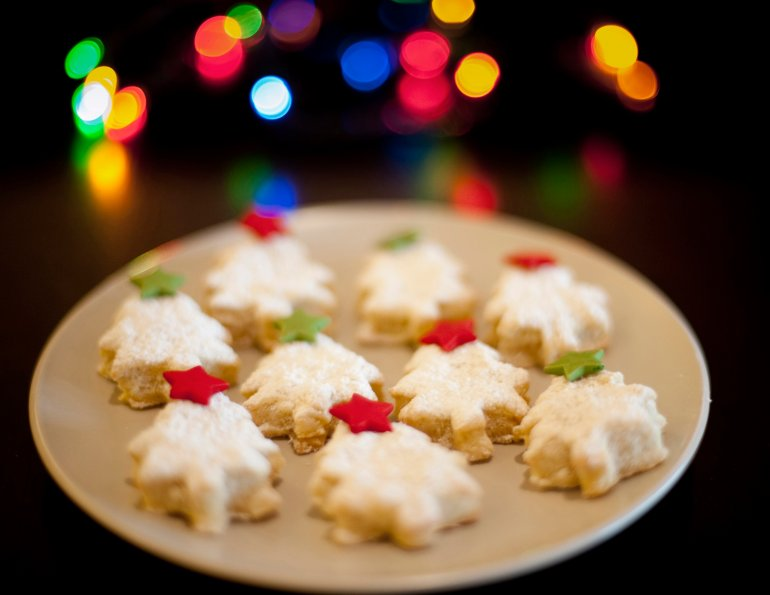 Plate Of Decorative Christmas Biscuits Free Stock Image