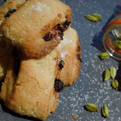 Christmas Shortbread Rolls With Cardamom, Chocolate & Mincemeat