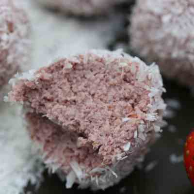 Strawberry 'Bliss' Balls – A Healthy Version