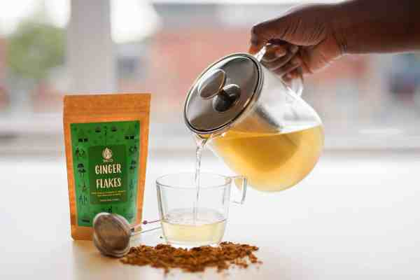 pouring gin tea scaled