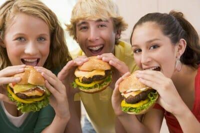 kids eating hamburger