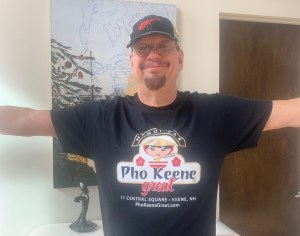 Magician and Comedian Penn Jillette Wearing Pho Keene Great Shirt!