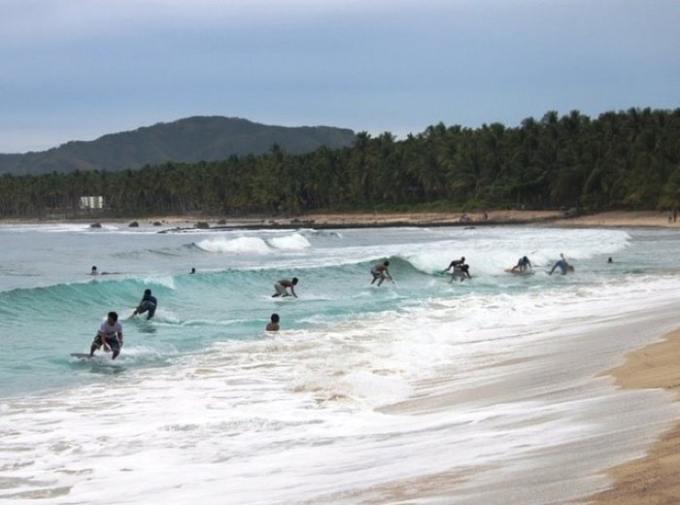フィリピンサーフィン、マティ、ダヒカンビーチ