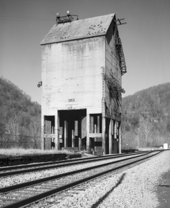 Free model railroad plans, Chesapeake & Ohio, coaling tower, steam era, trackside, building, photo