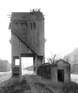 Free model railroad plans, Chesapeake & Ohio, coaling tower, steam era, trackside, building, photo west elevation
