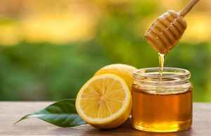 Honey and Lemon juice fade dark spots, remove blemishes, brighten dull skin