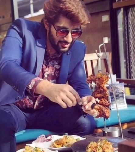Mridul Madhok Eating Chicken