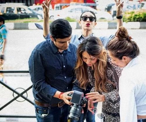 Viral Bhayani with Gauri Khan, Malaika Arora, and Karishma Kapoor