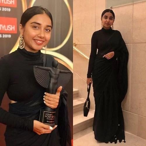 Prajakta Koli With Her Award