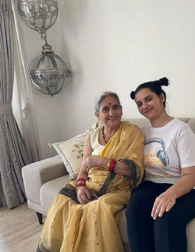 Sukirti Kandpal's Sister and Mother