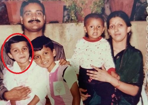 Mayuri Deshmukh's Childhood Picture with her Family